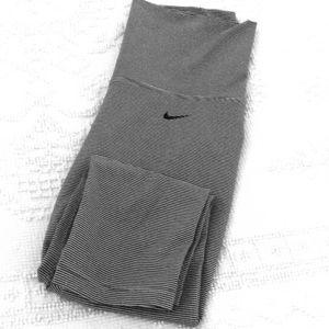 Like New!  Nike fold over waist capris